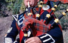 A PIPER.PIC: VisitScotland/SCOTTISH VIEWPOINTTel: +44 (0) 131 622 7174  Fax: +44 (0) 131 622 7175E-Mail : info@scottishviewpoint.comThis photograph can not be used without prior permission from Scottish Viewpoint.