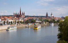 Blick auf Würzburg mit Schifffahrt (c) Congress-Tourismus-Würzburg, Fotograf A. Bestle
