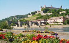 Mainkai mit Blick auf Festung Marienberg (c) Congress-Tourismus-Würzburg, Fotograf A. Bestle