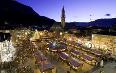 Der Bozner Christkindlmarkt am Waltherplatz ist der bekannteste Weihnachtsmarkt des Landes und ein beliebter Anziehungspunkt f∏r gro_ und klein.