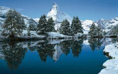 Your holiday. Switzerland.  Winter atmosphere on Grindjisee (2334 m) in the Sunnegga-Blauherd district above Zermatt. In the background the 4478 m high Matterhorn.   Endlich Ferien. Ihre Schweiz. Winterstimmung am Grindjisee (2334 m) im Gebiet Sunnegga-Blauherd, oberhalb Zermatt. Im Hintergrund das 4478 m hohe Matterhorn.   Enfin les vacances. A vous la Suisse.  Ambiance hivernale au Grindjisee (2334 m) dans la zone de Sunnegga-Blauherd, au-dessus de Zermatt, avec le Cervin (4478 m) au fond.   Copyright by Switzerland Tourism         Byline: swiss-image.ch/Robert Schoenbaechler